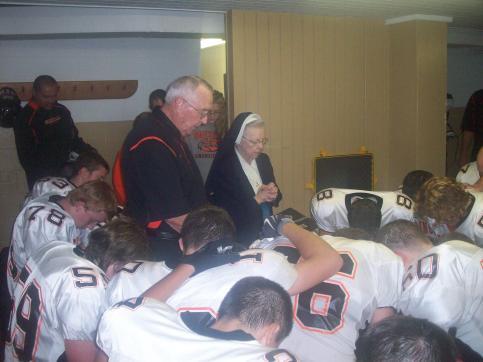 2009-09-17 Sr. Audrey praying with Springdale Football Team vs. North Catholic